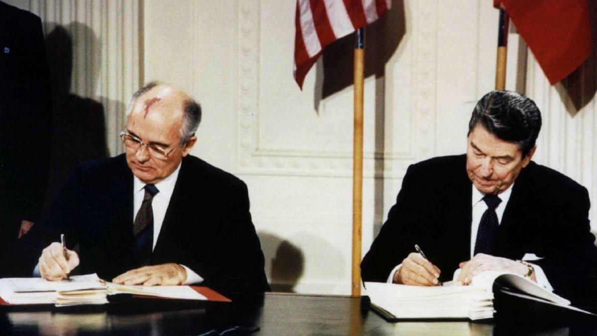 https://niss.gov.mn/wp-content/uploads/2018/11/mikhail-gorbachev-ronald-reagan-nuclear-treaty.jpg